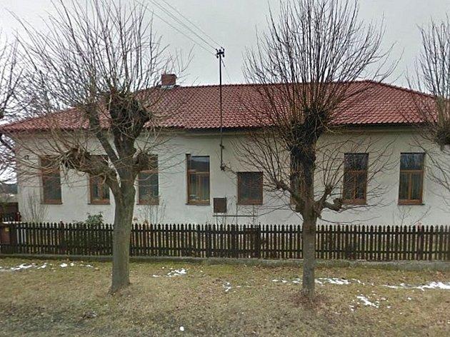 Bývalá škola v Březí