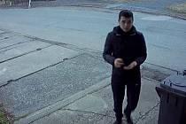 Policisty hledaná osoba, která se podle kamerového záznamu pohybovala v blízkosti Velocentrály v Hostovlicích.