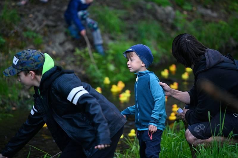 Benefiční závod malých žlutých kačenek ve prospěch dětí se zdravotním znevýhodněním.