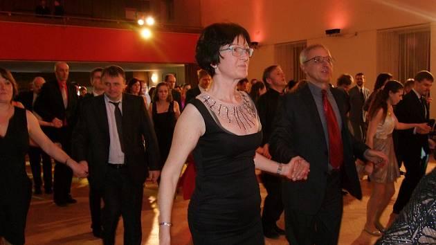 Taneční ples v Kulturním domě v Lorci v Kutné Hoře pořádají manželé Novákovi.