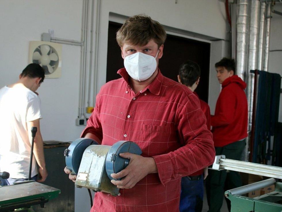Z odborného výcviku na Středním odborném učilišti řemesel v Kutné Hoře.