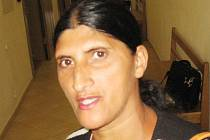 Matka mentálně zaostalého chlapce Pavla F. u Okresní soudu v Kutné Hoře.
