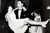 Manželé Holanovi vedli taneční kurzy ve Vrdech od počátku až do roku 1993.