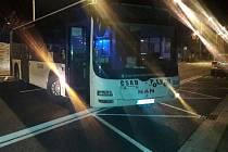 Poškozený autobus bez řidiče v Masarykově ulici v Kutné Hoře.