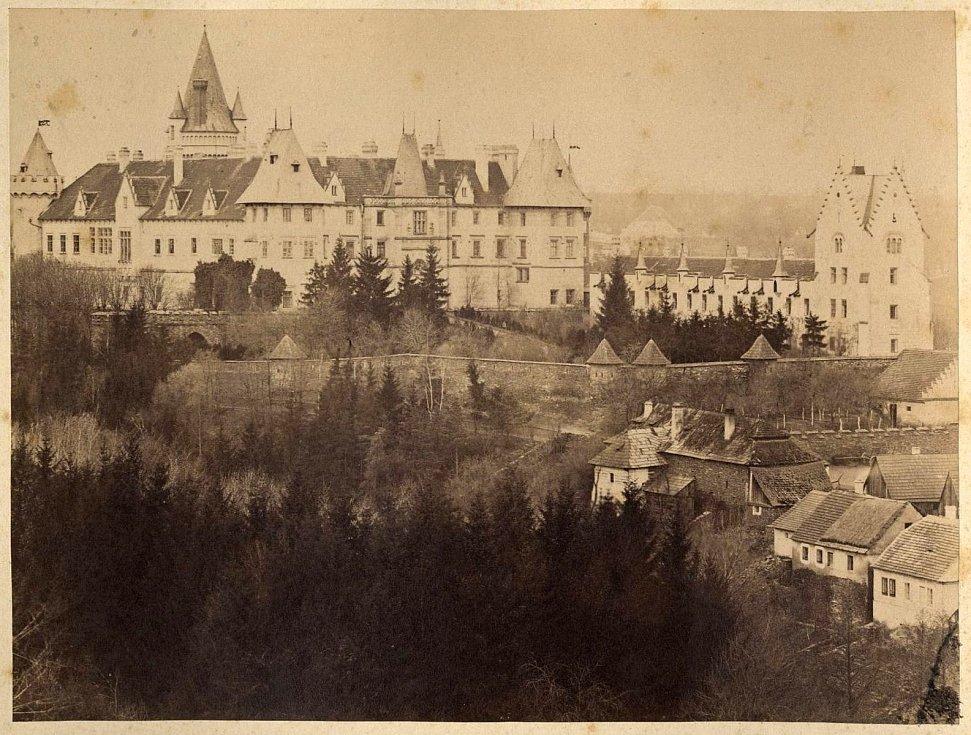 Zámek Žleby od severovýchodu. Konec 19. století.