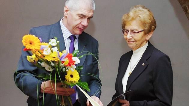 Čestné občanství Dagmar Lieblové předal starosta Kutné Hory Ivo Šanc.