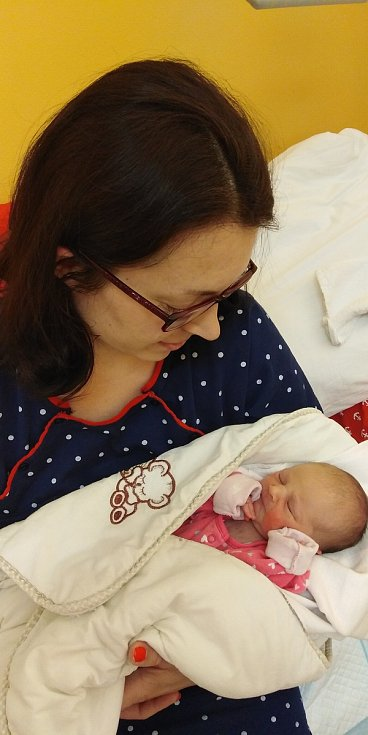Elena Novotná přišla na svět 21. dubna 2021 v 16. 19 hodin v čáslavské porodnici. Pyšnila se porodní váhou 2680 gramů a délkou 48 centimetrů. Domů do Sadské si ji odvezli maminka Martina a tatínek Tomáš.