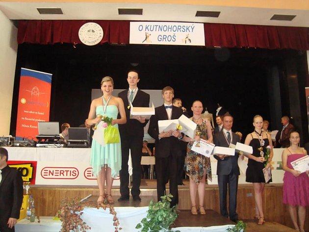 Pavel Katolický a Nikola Raková převzali své výhry v soutěži O Kutnohorský groš na klasických stupních vítězů.