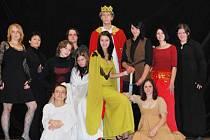 Členové fanklubu pražského divadla Ta Fantastika sami nastudovali muzikál Excalibur.