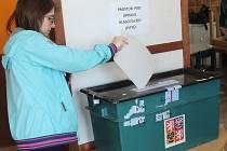 Ve volební místnosti v Sedlci bylo krátce po otevření doslova plno.