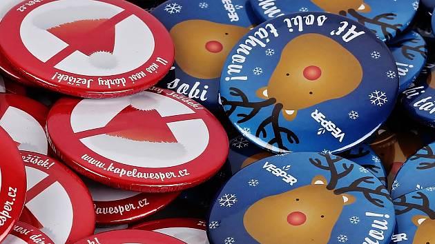 Propagační předměty s motivy písně Santa Klaus od kapely Vesper.