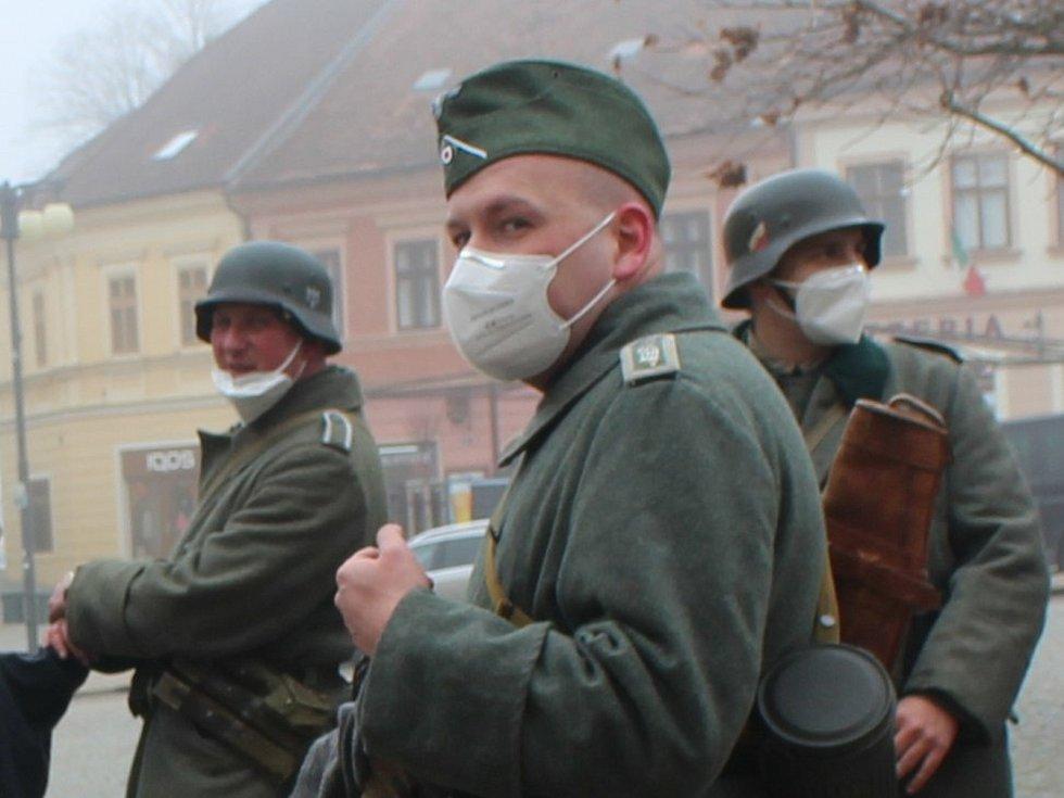 Komparz k filmu White Bird:White Bird: AWonder Story: nacističtí vojáci na Palackého náměstí v Kutné Hoře.