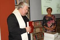 Ze křtu publikace 'S Kutnou Horou za zády' s podtitulem 'Po cestách Jarního putování se sv. Jakubem' v Městské knihovně v Kutné Hoře.
