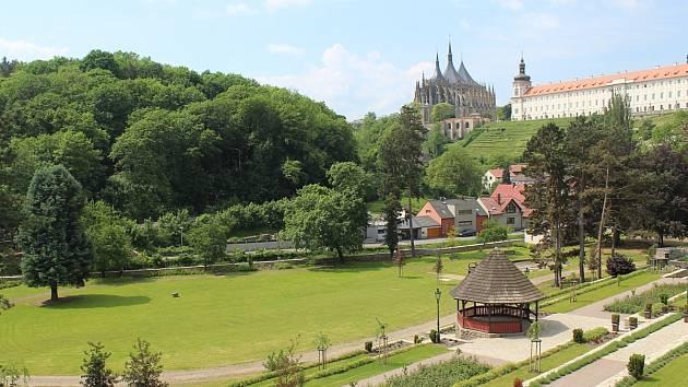 Park pod Vlašským dvorem v Kutné Hoře.