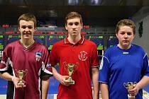 Na snímku zleva je stříbrný Vojtěch Kosina, vítěz Michal Rickwood z Loko Česká Třebová a bronzový Daniel Aujezdský z KK Loko Tábor.