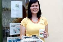Veronika Provazníková převzala cenu za třetí místo pro Nicka a Eddieho.