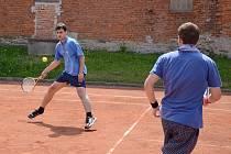 Tenisový turnaj je v Rašovicích oblíbený.