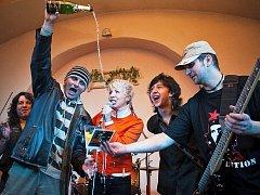 Ze křtu alba Nedáš - dostaneš od kutnohorské kapely Nerushit v hudebním klubu Na Statku v Horních Bučicích.