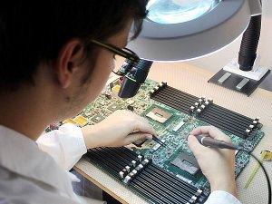 SOŠ a SOU řemesel v Kutné Hoře má novou laboratoř pro výuku mikroelektroniky