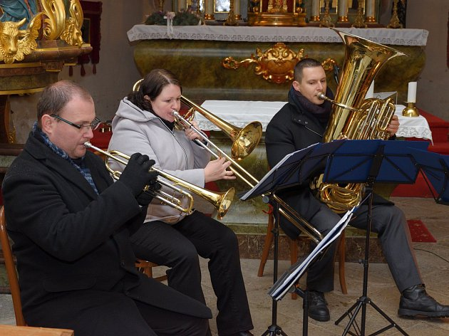 Tubicenes Caelis zahrálo také v kostele Povýšení svatého kříže ve Zruči.
