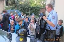 Děti ze Základní školy Uhlířské Janovice zavítaly na místní policejní oddělení