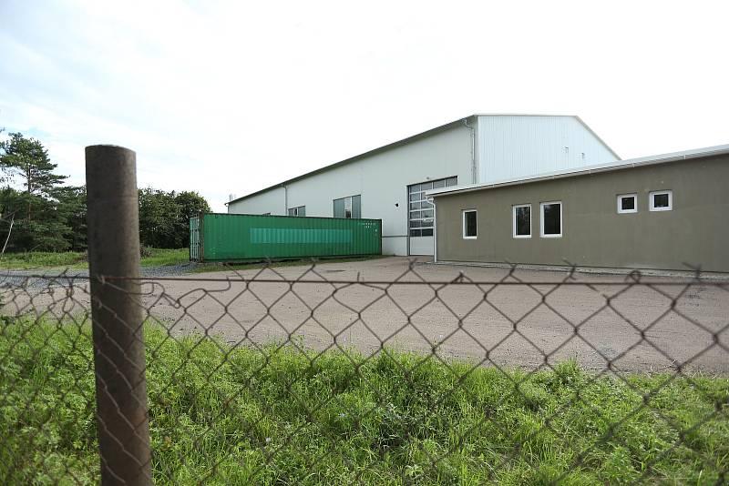 Církvice na Kutnohorsku. Areál firmy, ve které se rozšířila nemoc COVID-19.