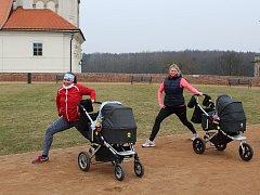 Cvičení s kočárky vrací maminky do formy