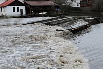 Hladina Sázavy v Kácově se zvedla až na první stupeň povodňové aktivity 11. ledna 2015