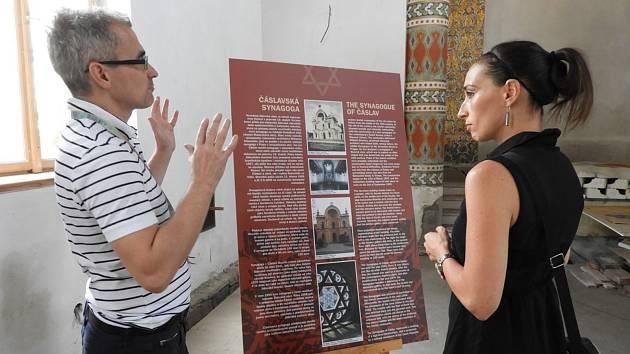 Klára Horáčková vystavuje v čáslavské synagoze.