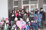Děti z 'Bílé třídy' Základní školy Jana Palacha se zapojily do celostátního projektu 'Srdce s láskou darované'.