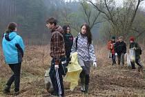 Žáci se zúčastnili generálního úklidu řeky. 13.4.2012