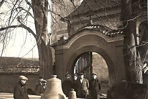 Ani kostelu sv. Bartoloměje v Solopyskách se nevyhnula válečná rekvizice zvonů.