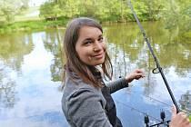 U řeky Sázavy se konal už 24. ročník nočních rybářských závodů v Kácově.