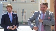 Ředitel Městské nemocnice v Čáslavi Rudolf Bubla (vpravo) a ministrem zdravotnictví Adamem Vojtěchem.