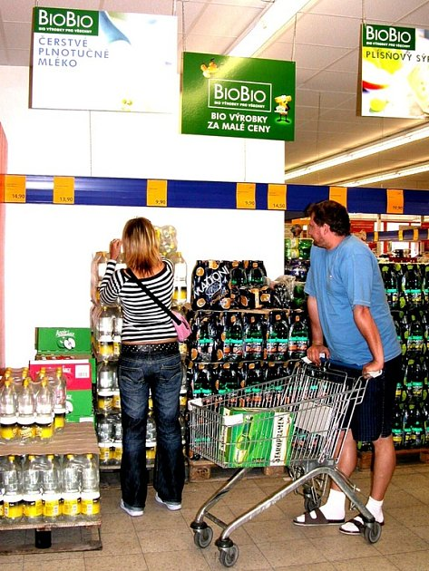 Jedním z marketů, který nabízí biopotraviny, je Plus Discount v Čáslavi (na snímku). Avšak málokterá společnost biopotravin zcela ignoruje.