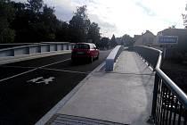 Opravený most přes potok Klejnárka na silnici II/337 v Močovicích.