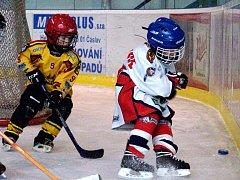 Z hokejového turnaje přípravek na zimním stadionu v Kutné Hoře.