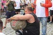 Strongmani změřili své síly v Šultysově ulici.