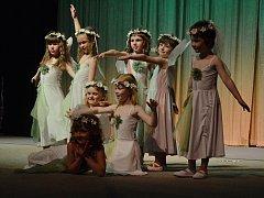Absolventi tanečního oboru Základní umělecké školy vystoupili v Tylově divadle