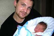 Lukáš Kratochvíl se narodil 2. prosince 2011 v Čáslavi. Vážil 3450 gramů a měřil 50 centimetrů.  Domů to neměl daleko, žijí totiž v Čáslavi.