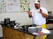 Na škole řemesel mají novou mobilní kuchyni.