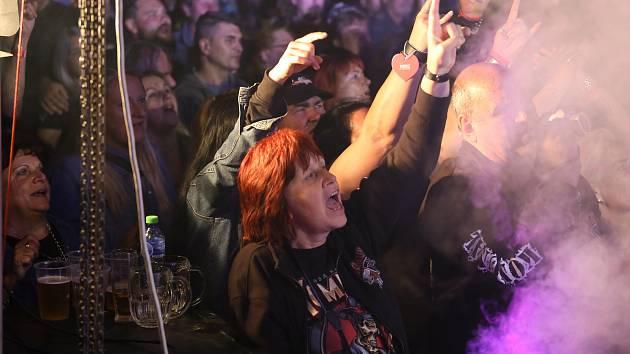 Koncert kapely Komunál v Nových Dvorech, pátek 3. září 2021.