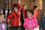 Na Kačině děti naučily čerty mazurku.