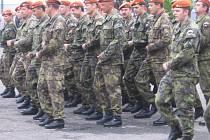 Slavnostní nástup vojáků 152. záchranného praporu v Kutné Hoře.
