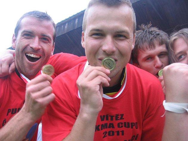 Pukma Cup 2011 v Červených Janovicích: 1. místo - 1. FC Naděje.