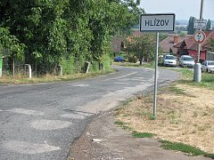 Silnice III/3273 v Hlízově před rekonstrukcí.