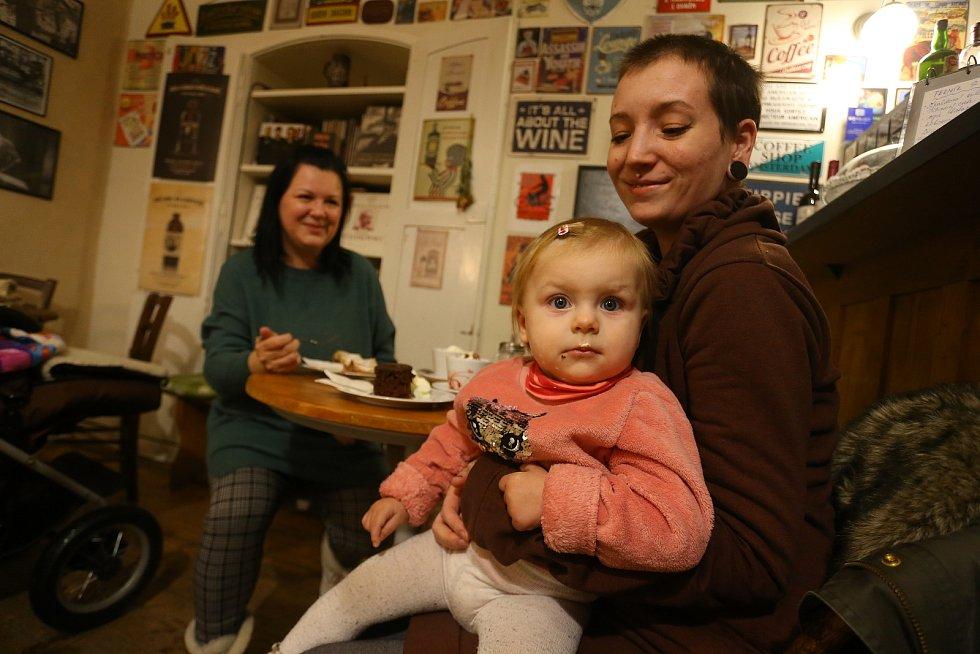 V kavárně Blues Café v Kutné Hoře.