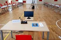 Sportovní hala Klimeška v Kutné Hoře před zasedáním zastupitelstva města v úterý 28. dubna 2020.