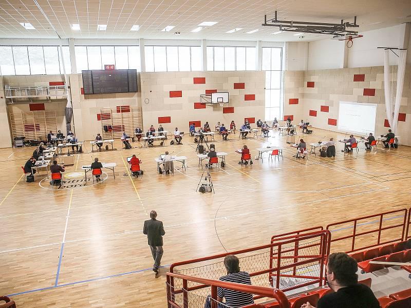Ze zasedání zastupitelstva města ve sportovní hale Klimeška v Kutné Hoře.