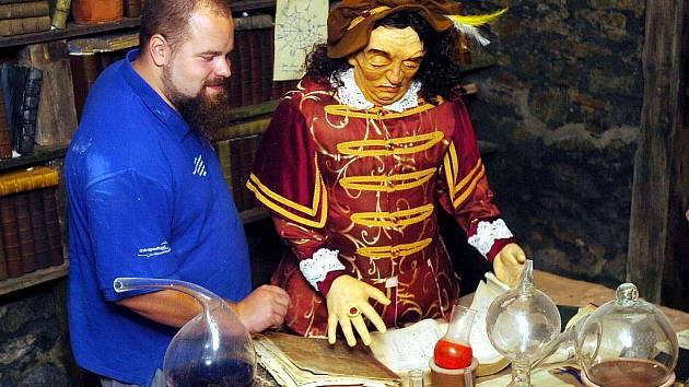 V kutnohorském muzeu alchymie čeká na návštěvníky bohatá prohlídka, která začíná, jak jinak než u golema.